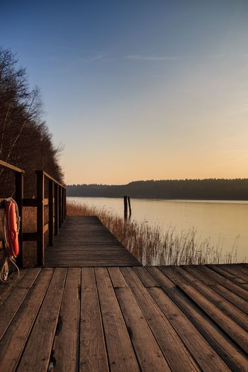 Wood - Material Nature Clear Sky Water Sunset Sky Beauty In Nature Outdoors Wood Paneling Winter Cold Steg Rettungsring See Lake Shades Of Winter