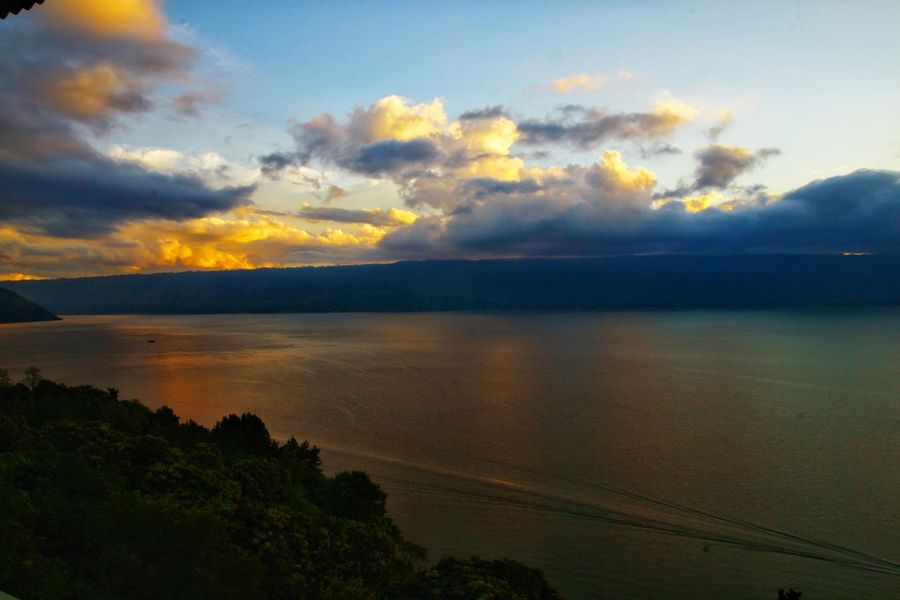 sunset illuminated cloud in Toba lake, North Sumatera, Indonesia Sunset Lovers Photography By @jgawibowo Shot By Arif Wibowo Travel Photography Travel INDONESIA Scenic Photograghy Likeforlike Like4like Seascape Photography Eyeem Landscape Official Photo Club📷 EyeEm Landscape EyeEm Street Photography Sunset Reflection Lake Landscape Cloud - Sky Scenics Mountain Beauty In Nature Water Travel Destinations Horizon Over Water