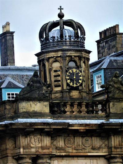 The Royal Mile, Edinburgh, Scotland Crown Edinburgh Royal Mile Scotland Scotland 💕 Scottish The Royal Mile Travel Travel Photography Architecture Art And Craft Building Building Exterior Built Structure City Day History Holyrood Palace Nature No People Old Outdoors Royal Stone The Past Travel Destinations The Traveler - 2018 EyeEm Awards The Architect - 2018 EyeEm Awards