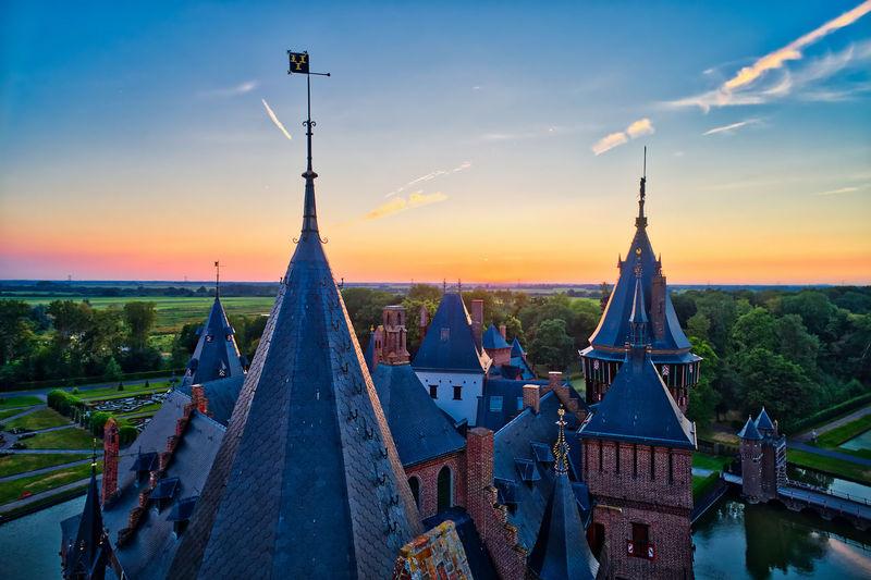 Aerial view of De Haar Castle in Dutch Kasteel de Haar is located in Utrecht Netherlands the current buildings all built upon the original castle, date from 1892 Castle De Haar Nederland Aerial View Architecture Building Holland Nature Outdoors Sky Sunset Utrecht
