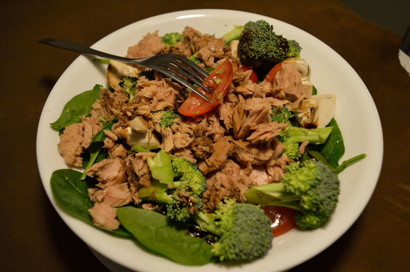 Broccoli Brown Close-up Delicious Food Food And Drink Freshness Green Healthy Eating Indoors  Mushroom Mushrooms Pink Raw Red Salad Savoury Selective Focus Spinach Still Life Tasty Tomato Tuna Vegetables White