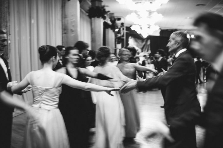 Elégance Dancing Ball Bridesmaid Couple - Relationship Motion Newlywed Celebration Bride Wedding Event Lifestyles Indoors  Three Quarter Length Selective Focus Standing Togetherness Men Large Group Of People Crowd Adult Real People Group Of People Women Indoors
