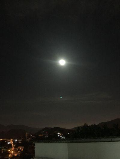 Que lua foi essa? Acordei de madrugada com a luz na janela! Até levei susto. Sério. 😲 Linda. Moon 月亮 위성 ムーン Mond φεγγάρι Luna Měsíc Lua  Sky Brazil Iphonephotography Nofilter