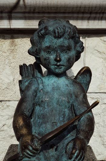 Sculpture Statue Art And Craft Representation Human Representation Creativity Male Likeness No People Craft Architecture Close-up Old Day Metal Bronze - Alloy Angel Wall - Building Feature Outdoors