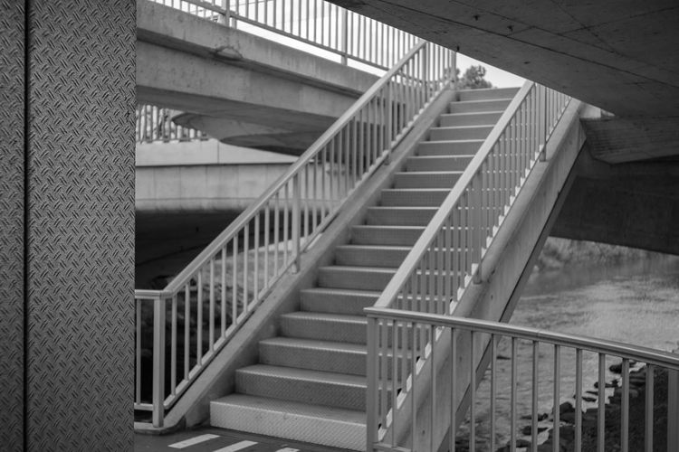 Bahnhof Selnau; Leica Elmarit 28 an Fuji ELMARIT-M 28mm F2.8 Leica Lens Station Station Architecture Bridge Architecture Zürich Schweiz City Blackandwhite Urban Monochrome Tourist Destination Stairway Hand Rail Stairs Architectural Feature Concrete Architectural Detail