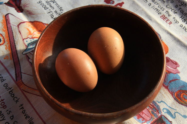 Eggs in woodden bowl. Eggs... Bowl Wooden Bowl Background Healthy Food Fresh Lught And Shadow Onthetable Chicken Eggs Egg Close-up Food And Drink
