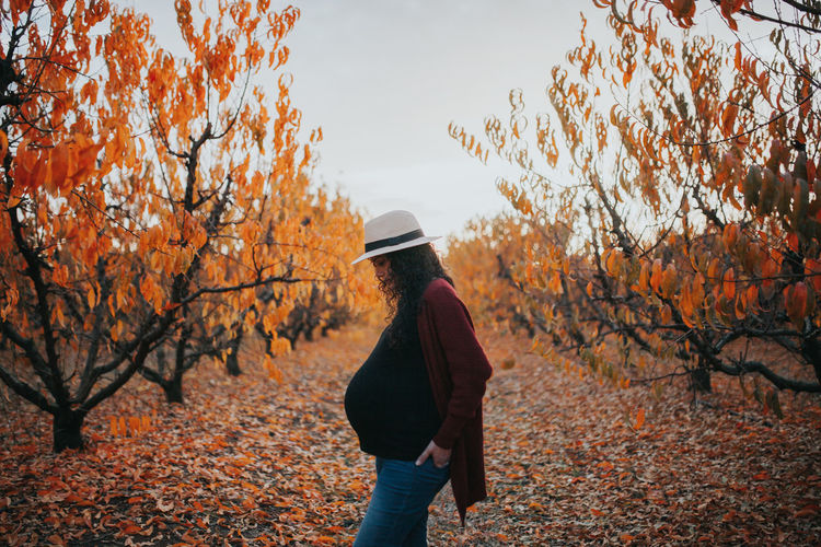 Autumn Autumn Collection Autumn Colors Autumn Leaves Pregnant Woman Autumn Autumn🍁🍁🍁 Beauty In Nature Change Leaf Leisure Activity Lifestyles Nature Orange Color Pregnancy Pregnant Pregnant Belly  Pregnant Life Pregnant Phtography Real People Scenics Standing Walking Winteriscoming Women Be. Ready. This Is Family