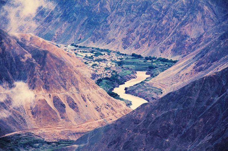 Edge Of The World 西藏路上的美景
