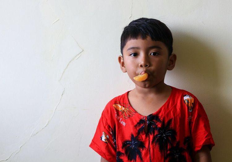 Eat oranges EyeEm Gallery Nature Photography Nationalgeographic Indonesia_photography Surusunda Cilacapexplore Children Eat Oranges Orange EyeEm Selects