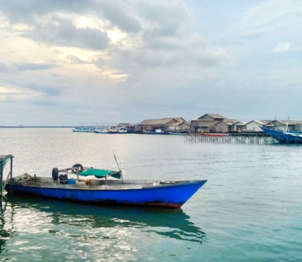Perahu Water Reflections Sea And Sky Evening Sky Nvhsnddn Indonesia_photography Mataponsel Gg_telusurkaltim Relaxing