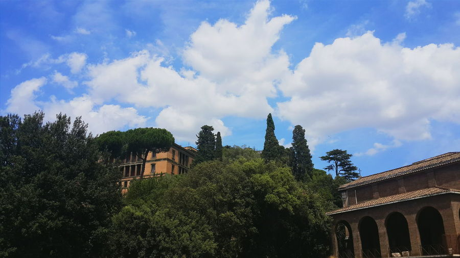 Architecture Trees Green Color Cloudy No People Cloud Built Structure Lifestyles Rome Italy Life In City Beautiful Rome Traveling EyeEmNewHere The Week On EyeEm Moving Around Rome