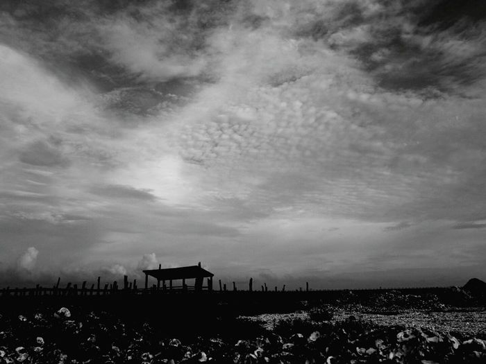 B&w Sky Lukang Seaside Dreaming 寂寞是因為無人可對話