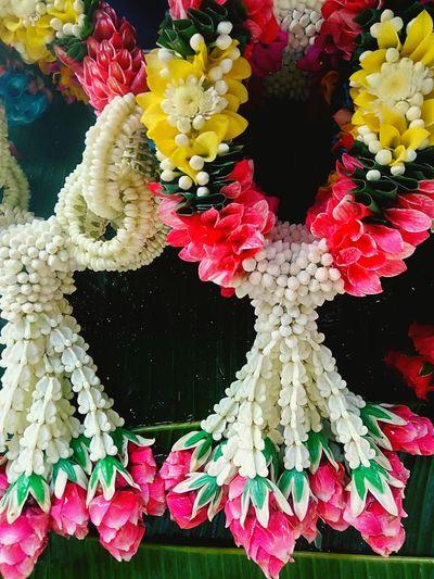 Flower Garlands Flower Garlands Beautiful Beautiful Flower Beautiful Garland Color Of Garland Flower And Garland Garlands In Thailand Flower Garland