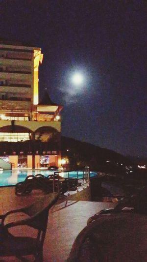 Utopia World Hotel Moonlight Blood Moon