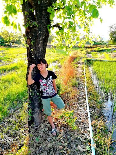 Girl Real People Smiling Tree Standing Full Length Field Growth Nature Thailand🇹🇭 2018 Day EyeEmNewHere Green Color Tranquility Beauty❤