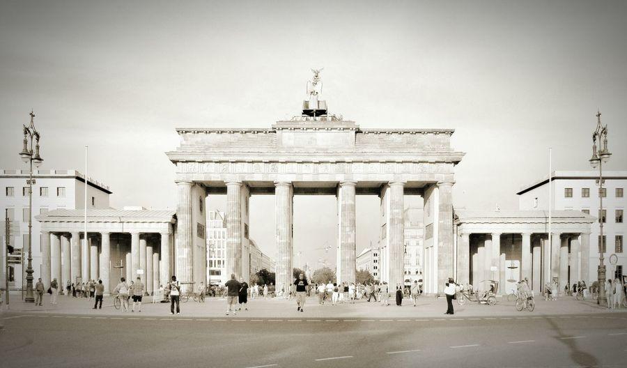It looks like yesterday, but is the Freedom icon of today. Brandenburg Gate Berlin Deutschland Germany Germany🇩🇪 Germany Photos Deutsch Freedom Symbol Monument Summer Berlin Mitte