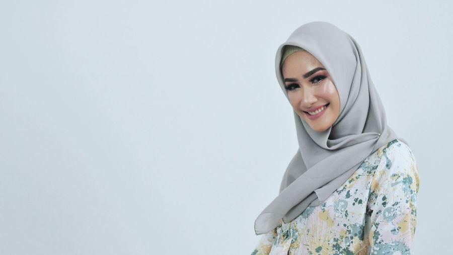Hijab Hijabstyle  Hijabfashion Hijabbeauty Girl Warm Clothing Portrait Young Women Smiling Women Blond Hair Winter Headshot Beautiful People Beautiful Woman Hood - Clothing Religious Dress Islam Womenswear International Women's Day 2019