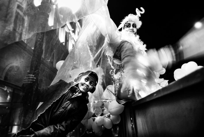 Artist Black And White Blackandwhite Photography Boy And Girl Carnival Celebration Côte D'Azur Fence France Frankreich Fun Karneval Karneval 2017 Leica Looking Above Th Fence Nice Nightphotography Performance Spaß Am Leben  Carnival Crowds And Details Carnival Crowds And Details Carnival Crowds And Details EyeEmNewHere