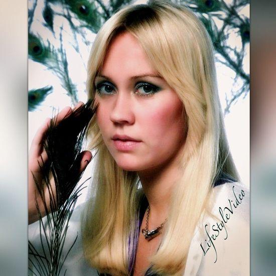 ABBA Eye4photography  EyeEm Best Edits Singing Taking Photos Beautiful Girl Taking Photo Musician EyeEmBestPics Singer  Microphone Check This Out
