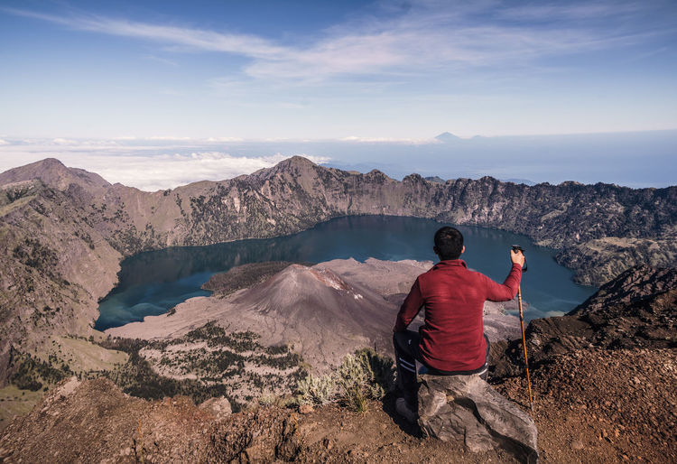 The most beautiful rest point I have ever enjoyed. INDONESIA Perspectives on Nature The Great Outdoors - 2018 EyeEm Awards Adventure Beauty In Nature Blank Horizon Indonesia_photography Lake Lombok Looking At View Mountain Nature One Person Outdoors Quote Ridge Rinjani Rock Scenics - Nature Sport Thoughtful Volcanic Landscape Volcano The Traveler - 2018 EyeEm Awards The Photojournalist - 2018 EyeEm Awards