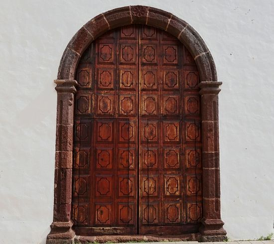 Door 🍀 Architecture Arch Built Structure No People Pattern Building Exterior Day Outdoors From My Point Of View Church Vacations EyeEmBestPics Travel Destinations Doors SPAIN La Palma Tropical Climate Taking Photos Old Door Wodden Door Nice Atmosphere