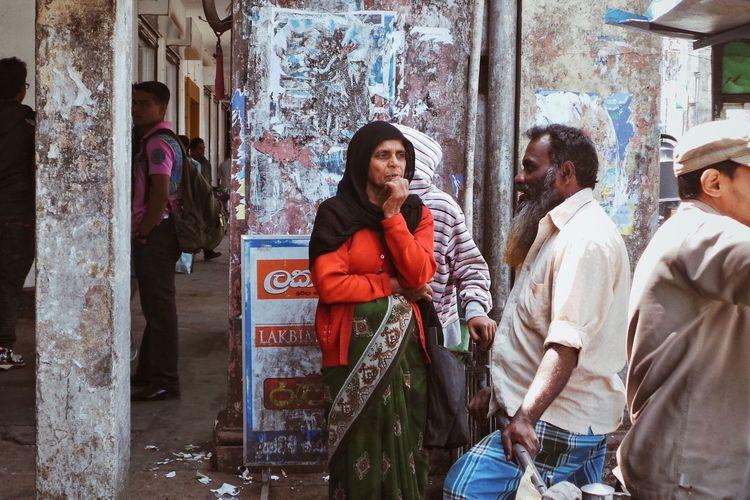 Street Photography Streetphotography Nuwaraeliya SriLanka Sri Lanka Reportage Real People Winter Warm Clothing Architecture Clothing Lifestyles The Traveler - 2018 EyeEm Awards Group Of People People The Traveler - 2018 EyeEm Awards Streetwise Photography The Art Of Street Photography