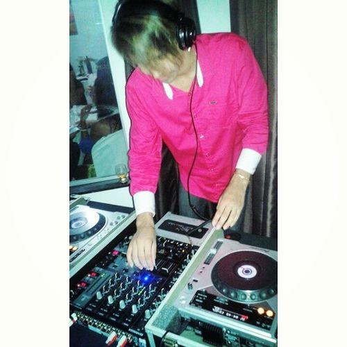 Melhor parte da festa foi quando dei uma de DJ e boteiii pra tocar minha diva my life amo amo amo toquei applause for gaga foi tudooooooo Gosteiiiiiii Ameiii Top Aiiiquetudooooo lay15party