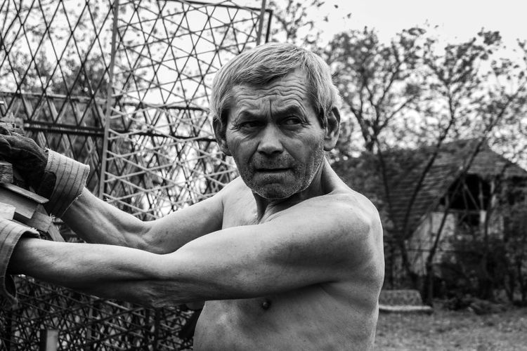 Learn & Shoot: Working To A Brief Working Working Class Bw B&W Portrait Taking Photos Blackandwhite Black And White Black & White Blackandwhite Photography Man Old Oldman Portrait Photography Outside Outdoors Muscles Eyes Backgrounds Nature Trees Garden Wrinkles Photographic Memory