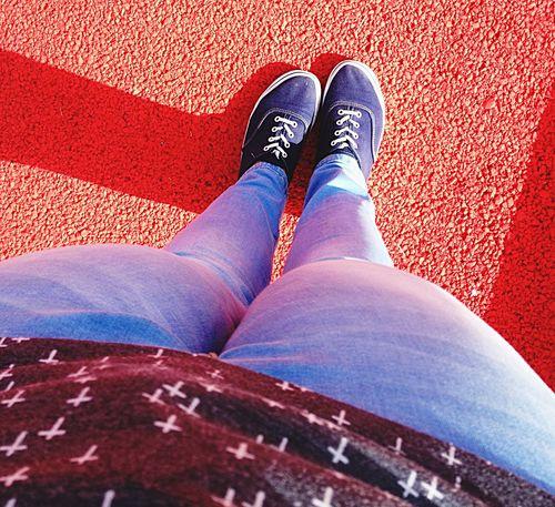 Red carpet 😂 Taking Photos That's Me Red Carpet Street Strada Scarpe Shoes Vans