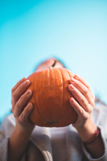 Autumn Mood Food And Drink Food Holding One Person Healthy Eating Hand Freshness Human Hand Focus On Foreground Wellbeing Close-up Pumpkin Human Body Part Day Single Object Halloween Unrecognizable Person Real People Lifestyles Jack O' Lantern Obscured Face Ripe
