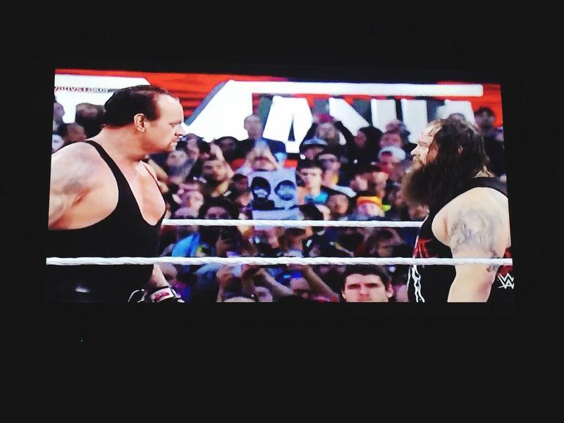 Taking Photos Relaxing Undertaker !! Wrestlemania 😦..