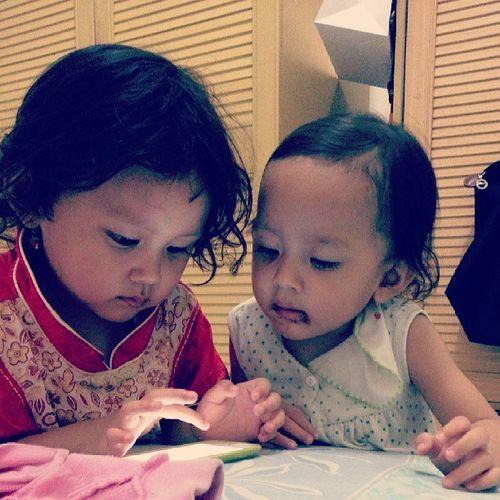 Dua kakak ade yang akur...that's my niece.. Sistertime Playingtime