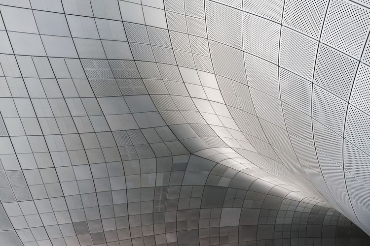 Silver pattern Silver  Architecture Pattern Modern Built Structure Backgrounds No People Pattern, Texture, Shape And Form DDP DDP - DongdeamunDesignPlaza Dongdaemun Design Plaza Seoul Korea South Korea Zaha Hadid Ceiling Architectural Feature Futuristic Modern Architecture Curves Metal Metallic Reflection Abstract Wall - Building Feature