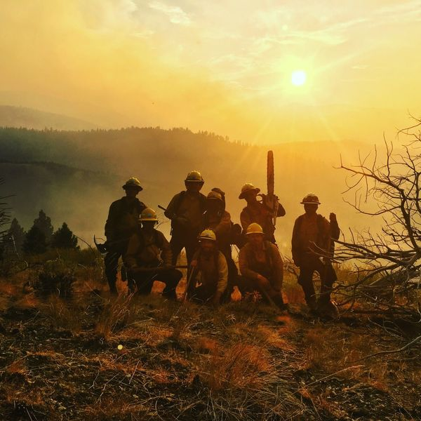 Crew 2, alpha bravo squads. Rail fire 2016 Firefighters Sunset Sun Men Real People Togetherness Teamwork Standing Sky Fire Sunlight Outdoors Firefighter Wildlandfirefighter Lifestyles