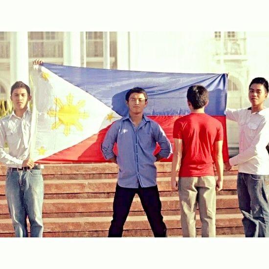 Bandila Ng Pilipinas.. ^_^ with Yron Joma Ed Joven