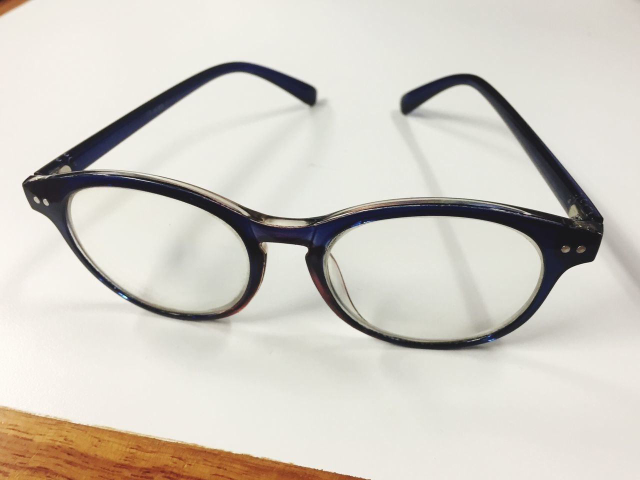 eyeglasses, vision, still life, eyewear, white background, eyesight, sunglasses, table, no people, close-up, glasses, studio shot, optometrist, indoors, eye test equipment, reading glasses, day
