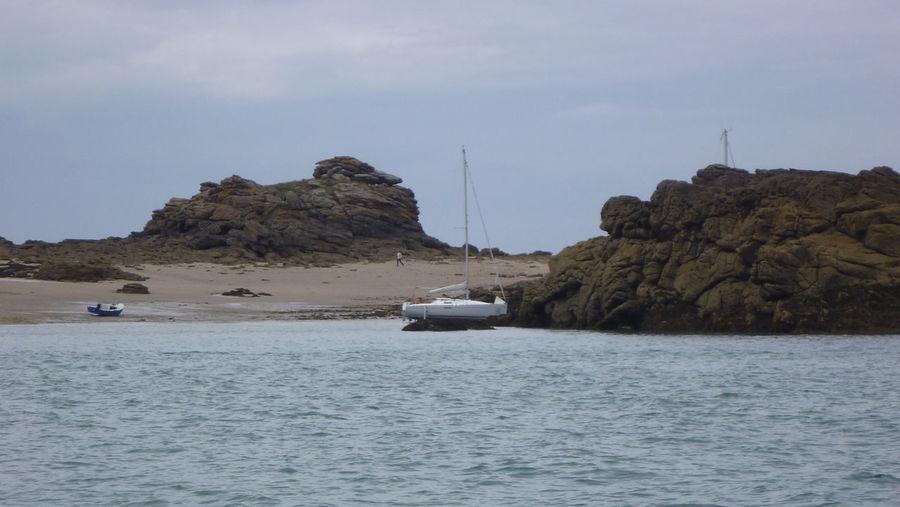 Beach Boat Grounding Boat Optical Illusion Rock Sailboat Sea