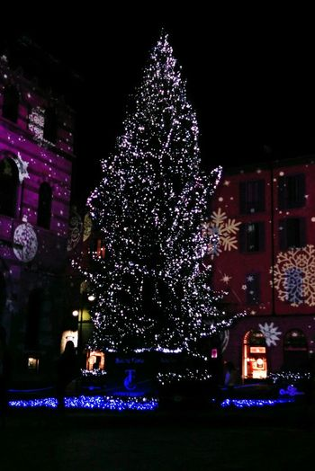 Colors Christmas Lights Natale2014 Magiadinatale Duomo Di Como Lake Como Winter Christmas Time Como