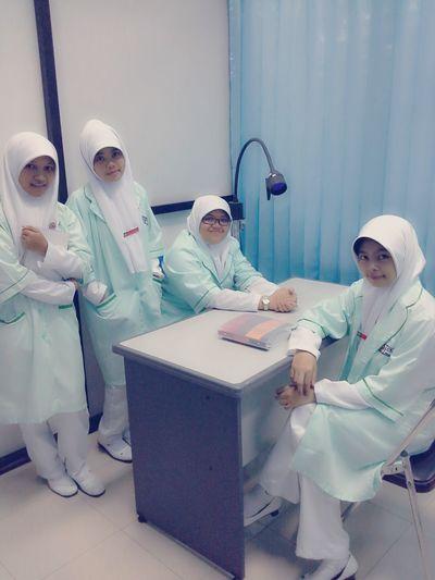 Praktikum Wives In Hospital