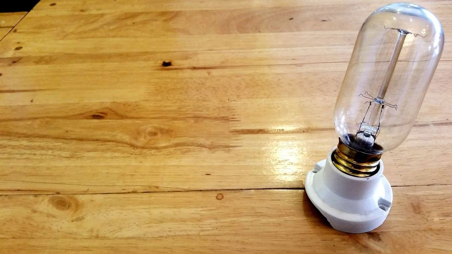 SansungS5 Broken Spark Ligth Technology Lighting Equipment Electricity  Light Bulb Electricity  Electricity  Electric Light Electric Lamp Lamp Design Samsung Galaxy S5 Background Textured  Vintage Think Wood - Material Indoors  Hardwood Floor No People Close-up Day