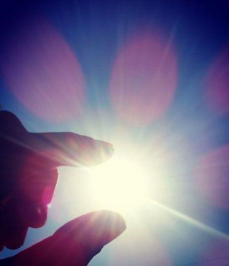 Instacool Trickart Instagood Instagoodmyphoto Instagoo Instacamera Instaphotos Madeinjapan Cool Pinchthesun Pinch Sun 太陽 まぶしい つまむ つまむシリーズ 眩しい 良い天気 イマソラ イマソラ イマソラ部 Sky Bluesky