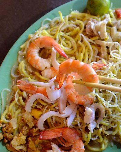 Food from Chomp Chomp food center. Hokkien prawn noodles Wilzworkz Food Foodporn Foodie Instagood Instadaily Instamood Singapore YourSingapore Sgdiscover Noodles Prawns
