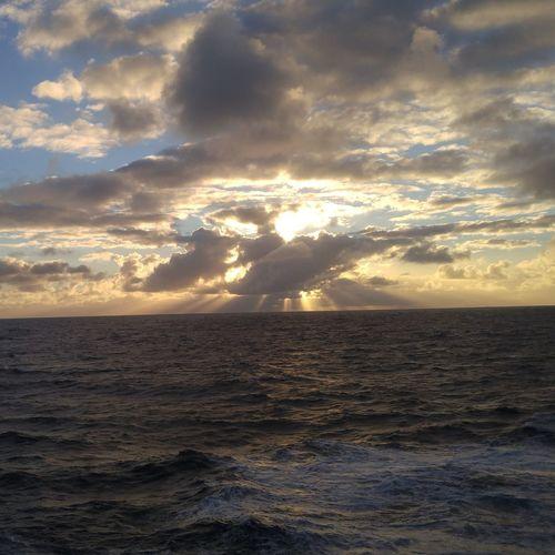 une petite photo d'un levé de soleil sur l'océan indien! Sailor Sunshine Indiensea Lifeatsea Sunset Dramatic Sky Sea Nature Beauty In Nature Scenics Landscape Cloud - Sky Sun Sunlight Outdoors Water Sky No People