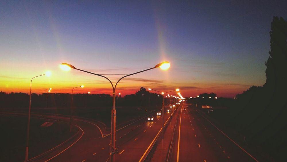 Ночная трасса подразумевает хорошую скорость и музыку .. для терапии души)