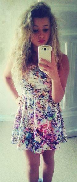 J'ai acheté la robe la en Angleterre.