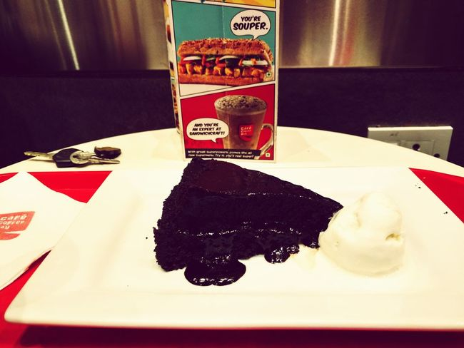 Yummy Treat Cafe Time Chocolatecake Drooling Tastessogood Happy Weekend !!! Me And My Randomness