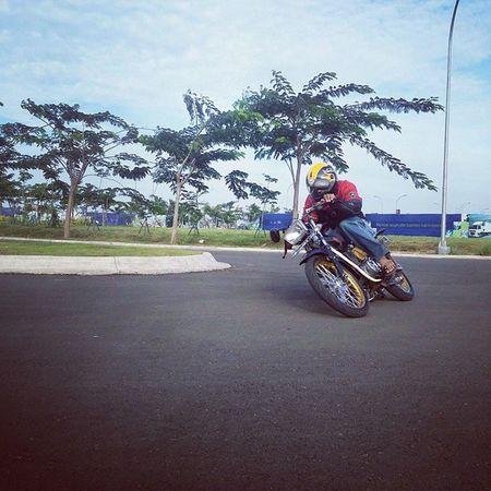 Iseng sore-sore ngaspal Cornering Roadrace Yamaha RxKing independent YRKI indonesia tangerang jakartabarat keheadproject. KeepSafetyRiding