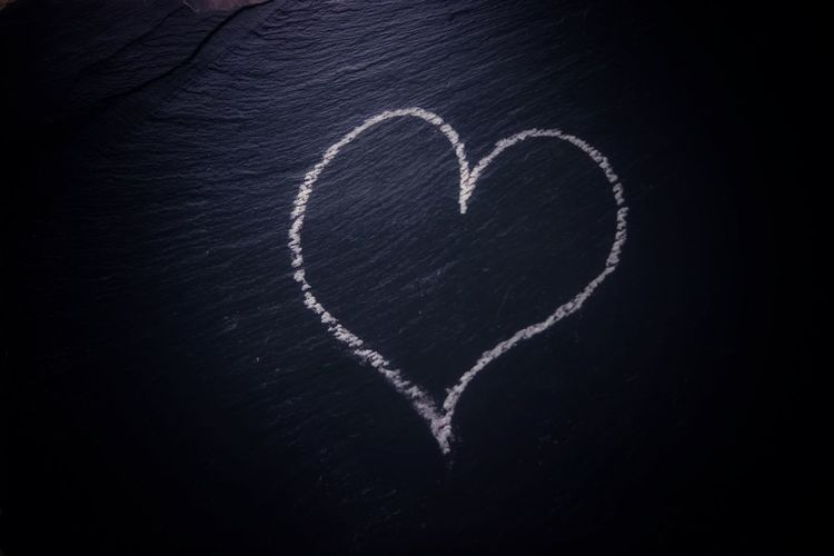 Love every day 😊🤝 Heart Heart Shape Love Emotion Creativity Positive Emotion Art And Craft Communication Romance Blackboard  Board Shape Design Message Close-up Drawing - Activity Drawing - Art Product Chalk Drawing Black Background Indoors