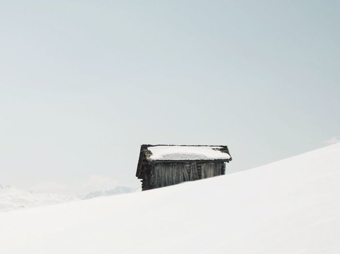 Lonely Cabin Simplicity Snow Mountains Cabin The Great Outdoors - 2016 EyeEm Awards Outdoors Landscape Nature Switzerland White Minimalism Photography Sky Pivotal Ideas Lost In The Landscape