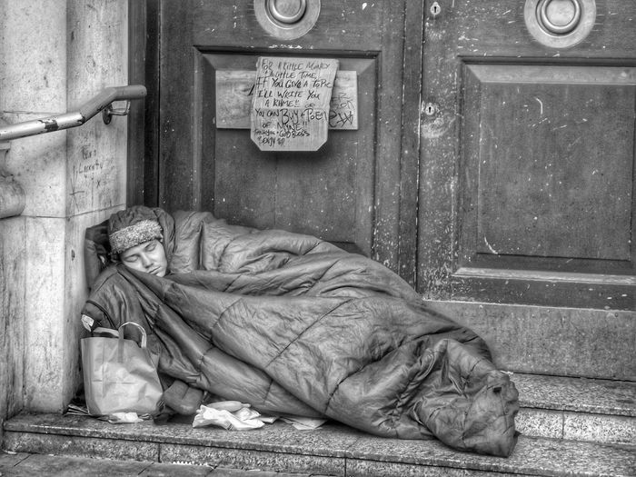 Another photo in my series of people of Manchester plus I hate to see people sleeping rough but we have to show this Showcase: November Picturing Individuality HDR Black And White EyeEm Best Shots Bnwphotography Black And White Photography People Watching Taking Photos Blackandwhite Monochrome Bnw_collection EyeEm Black&white! Hdr_Collection Monochrome _ Collection Capture The Moment Homeless People Of Manchester Homeless Of Manchester UkEyeEmBestPics B&W Portrait Fortheloveofblackandwhite The Human Condition Photojournalist Eyeem 2016 Street Photography - EyeEm Awards 2016 Always Be Cozy